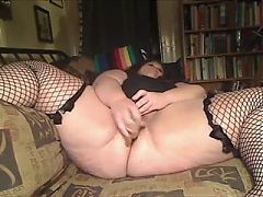 BBW with vibrater on couch^7:26